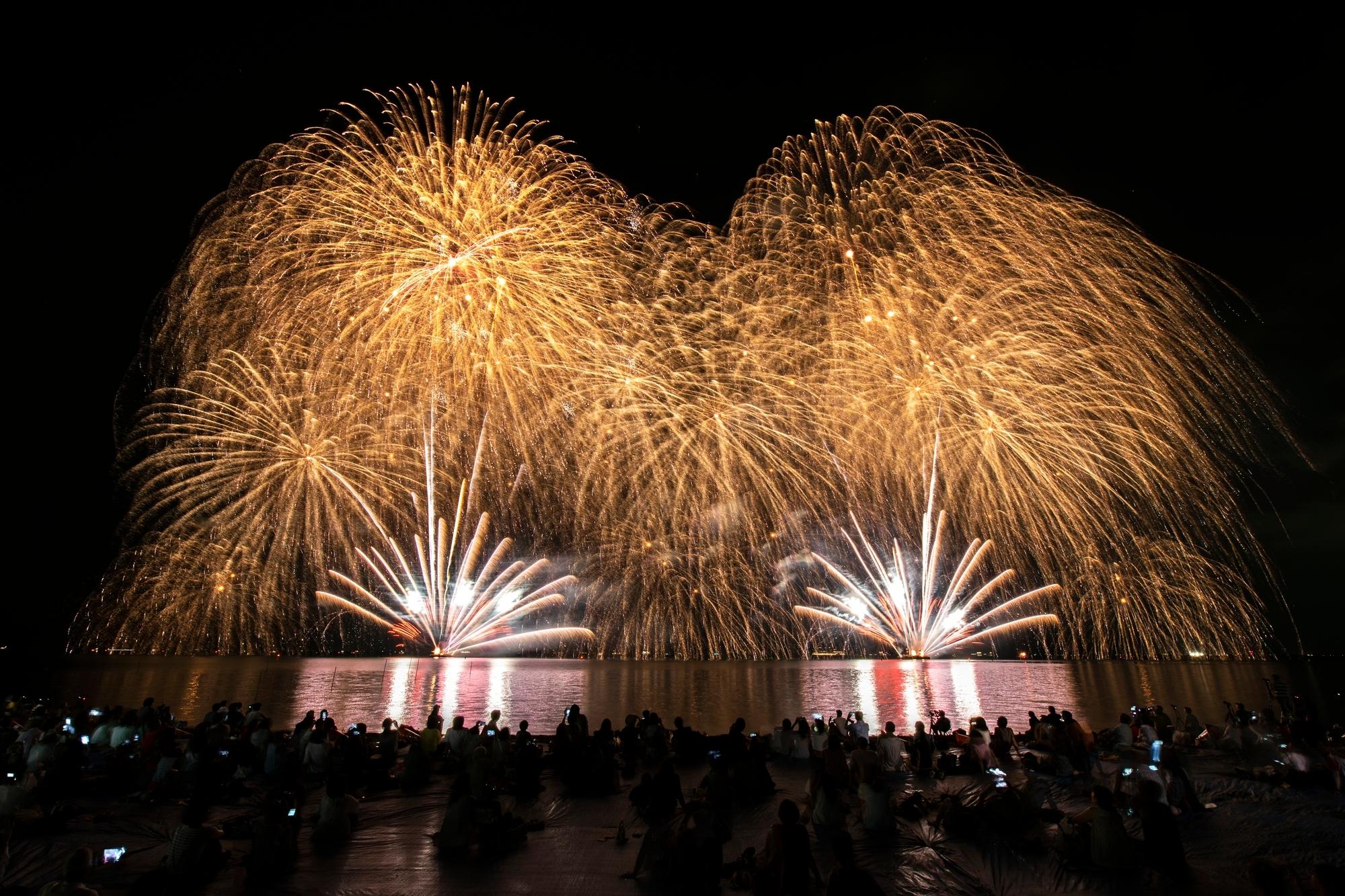 (4) 與日本花火相遇的涼夏夜空